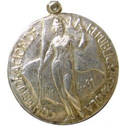 España Medalla Varias-. AG. 2gr. Anv: La republica de pie. En su capa: 14-4-31. Ley: Conmemoracion de la Republica Española. Rev