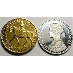 Gran Bretaña Medalla. AG. 48,2gr. (Una en acabado proof y la otra dorada). (2 Medallas Repr. Monedas Inglesas). Ø38/40mm
