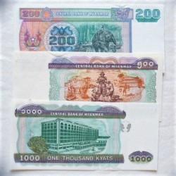 Myanmar-(Burma) LOTE. 2004. SC. (Dos biiletes con lev.marquita margen). (3 Billetes de 200 a 1000 Kyats). PIK. Nuevos
